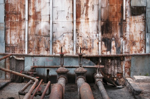 depositphotos_75956807-stock-photo-old-pipes-and-valves-at